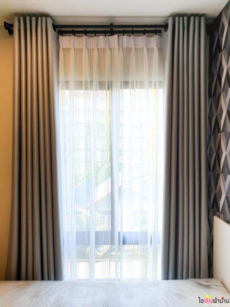 ผ้าม่าน แบบ ม่านตาไก่ 2 ชั้น มี ม่านจีบผ้าโปร่ง ช่วยสร้างบรรยากาศสบายๆให้ห้องนอน