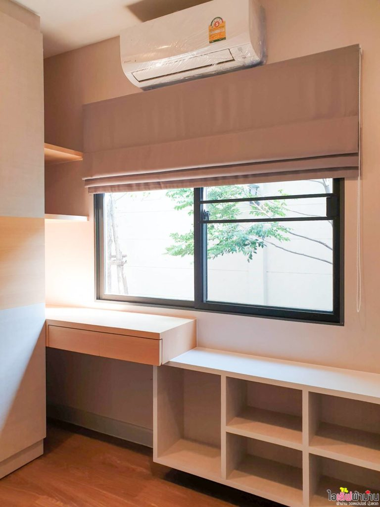 ตกแต่งห้องด้วย ผ้าม่าน เปิดรับแสงด้วย ม่านพับ บ้านเดี่ยว Venue พระราม 5