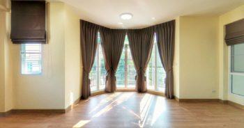 bay window กับ ผ้าม่าน แบบ ม่านจีบ