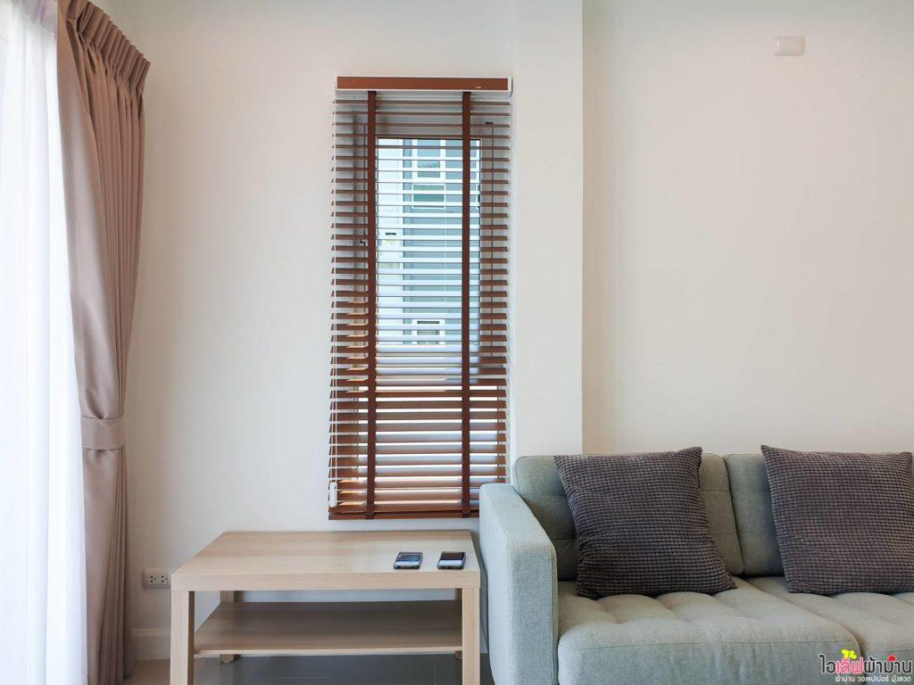 มู่ลี่ไม้ กับหน้าต่างบานแคบในบ้านเดี่ยว สัมมากร ชัยพฤกษ์-วงแหวน 2