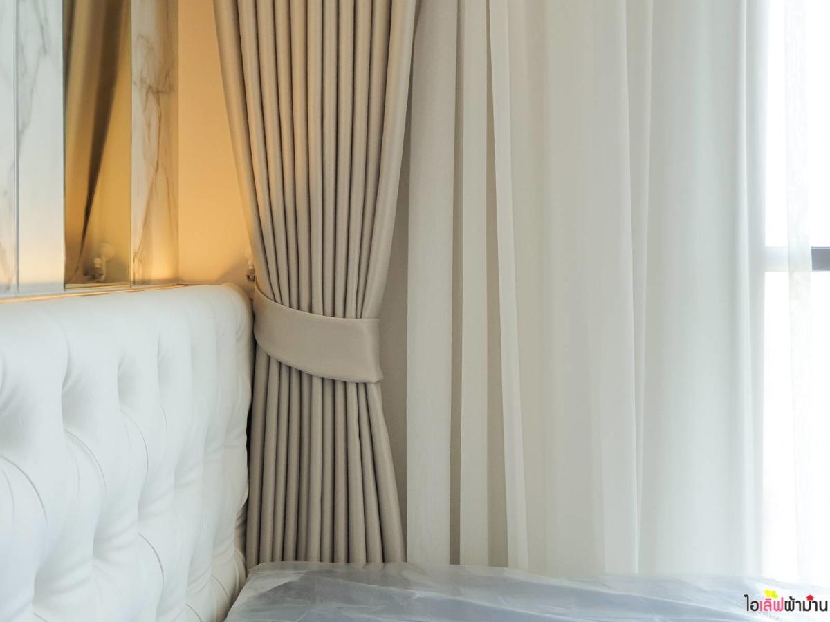 ผ้าม่าน แบบ ม่านจีบ เนื้อผ้าโปร่ง สี Off White ลุมพินี เพลส รัชดา-สาธุ