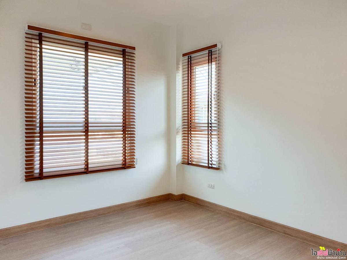 Wooden-Venetian-Blinds-Home-Sammakorn-Chaiyapruek-Wongwaen-2-2-18